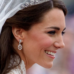 anting, berlian, 214 juta, anting kate, anting kate middleton, anting kate middleton seharga 214 juta
