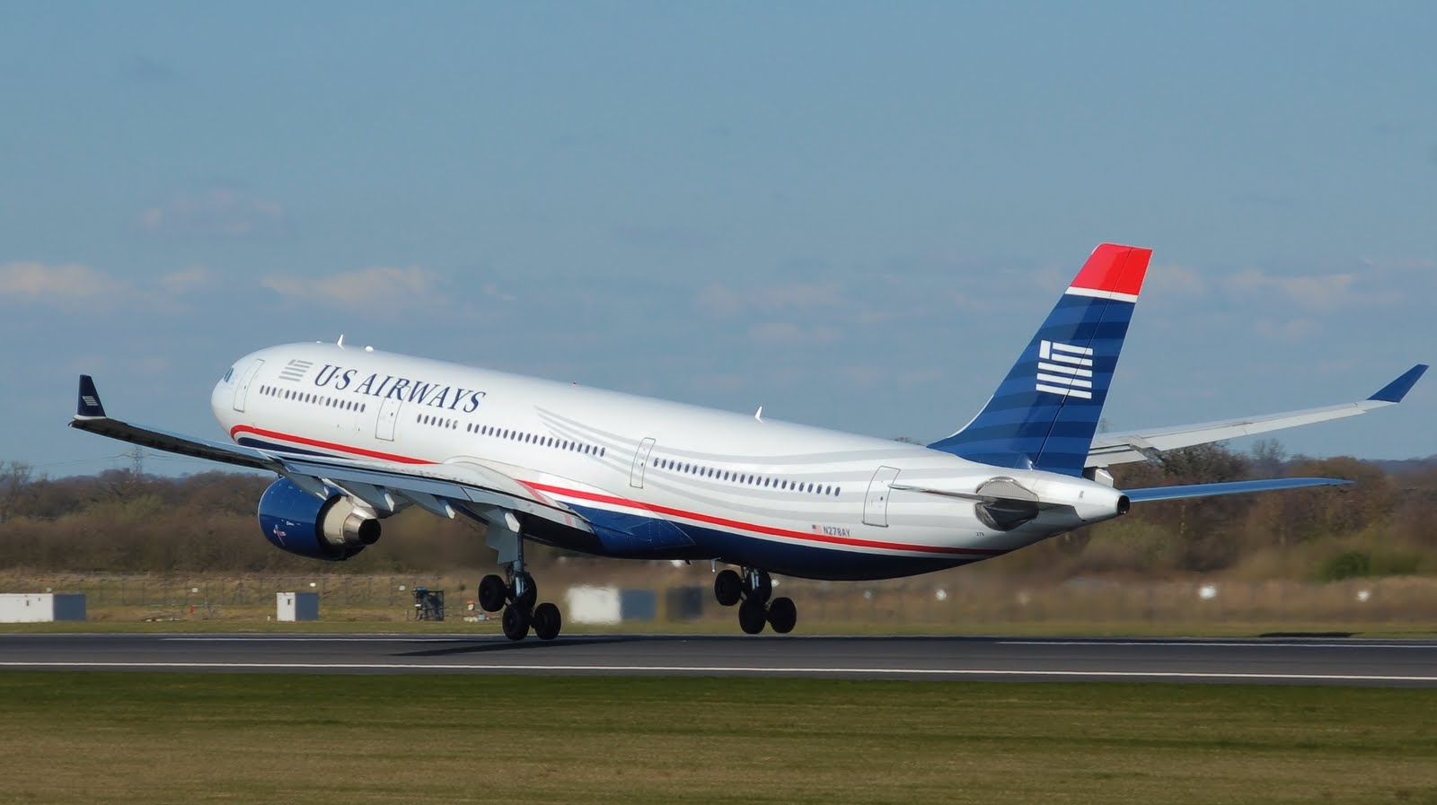 http://4.bp.blogspot.com/-Yyw0Pa3jaLI/TgSbSDDs6sI/AAAAAAAAFvo/R49KAqzgHsg/s1600/a330-300_us_airways_touch_down_aircraft-wallpaper.jpg