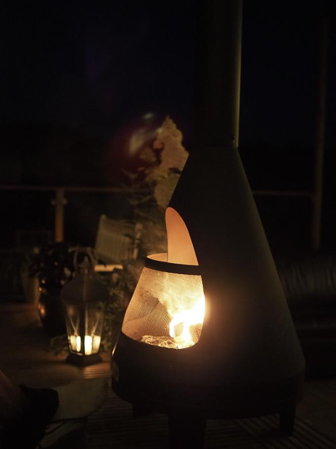 terassi valaistus yö, terassin valot pimeällä, ulkotakka, pihatakka lucifer