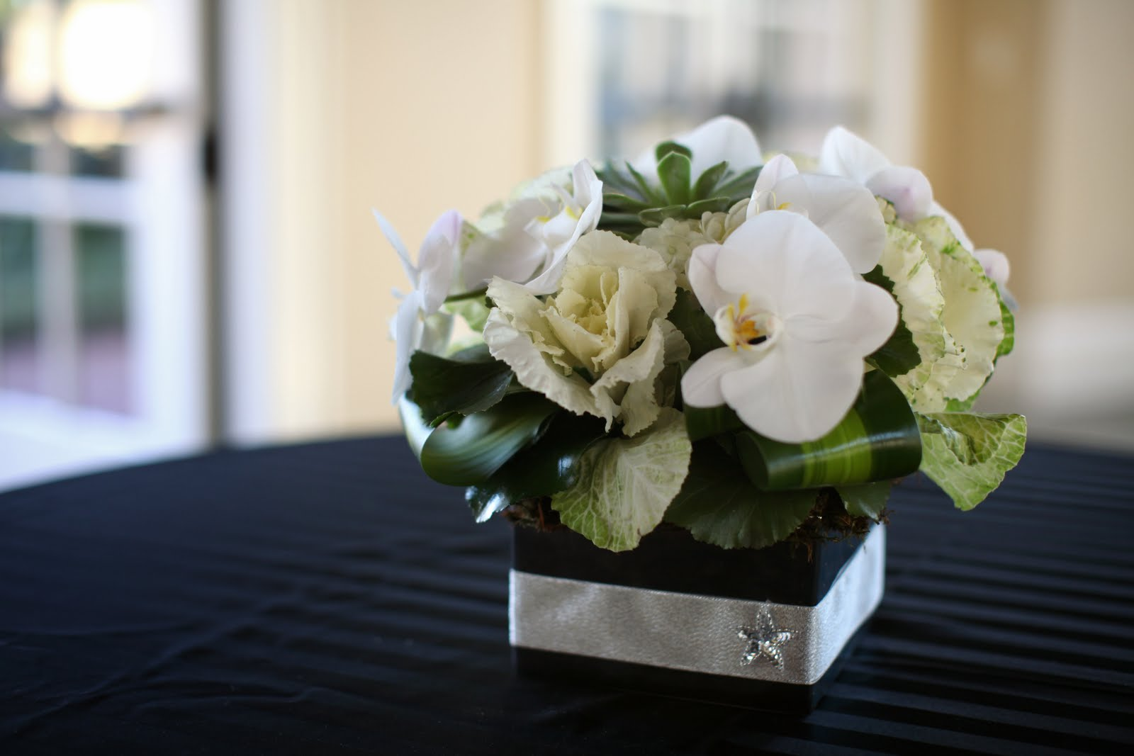 Jasmine star workshop gold modern dior wedding for Modern centerpieces