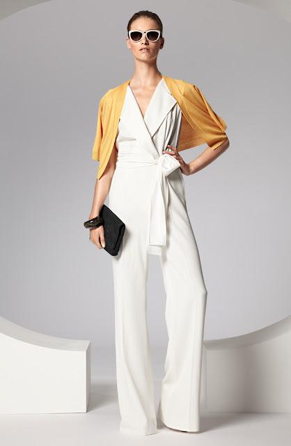 escada sarı hırka, beyaz kumaş tulum