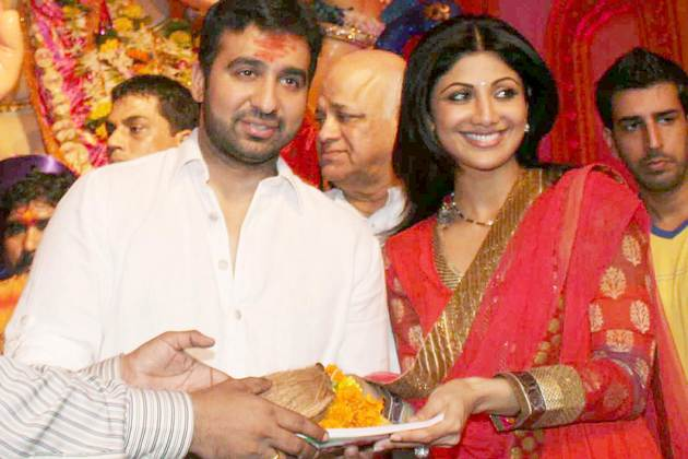 Shilpa Shetty  - Shilpa Shetty with Raj Kundra at Ganpati Festival