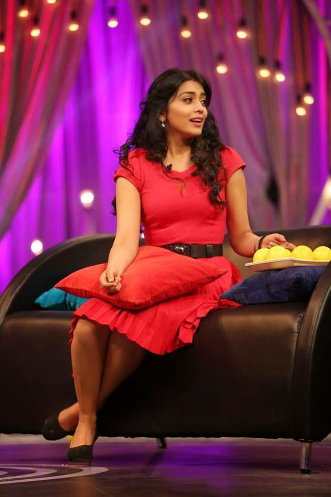shriya hot wallpapers in red dress