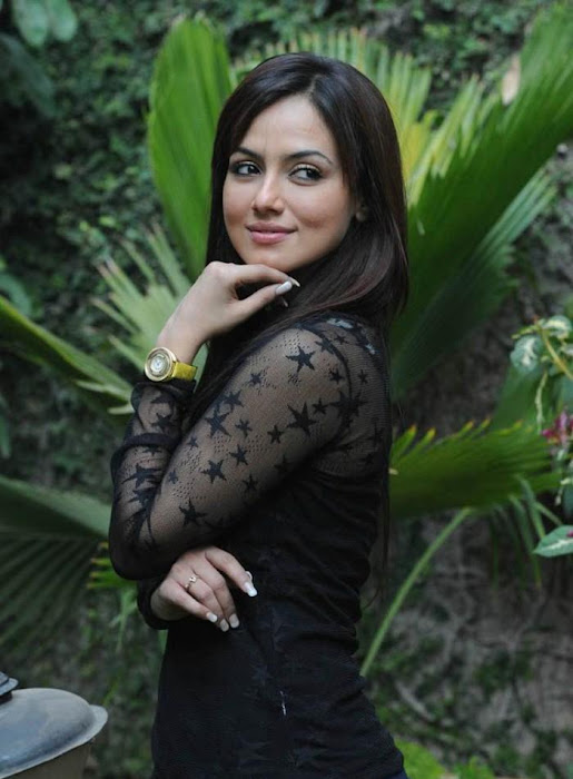 sana khan close up hot images