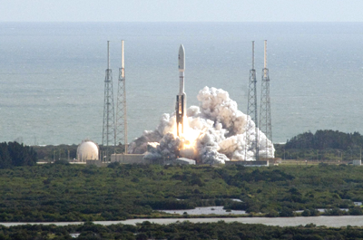 Launch of United Launch Alliance (ULA) Atlas V rocket carrying MSL: 26 November 2011. MSL Curiosity will arrive in Mars on 5 August 2012. NASA + Ren@rt, 2011.