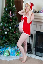 Did Santa knock up Preggo Tegan?