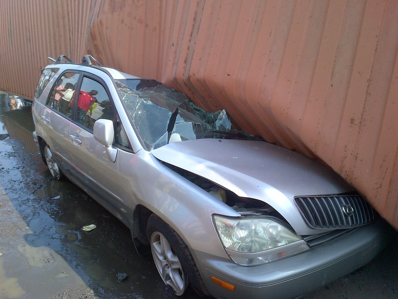 naijalatest, container fell on car