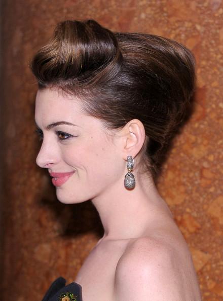peinado+banana-con-flequillo-elevado-famosas-2013