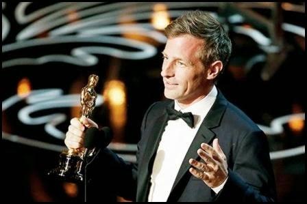 Spike Jonze con su Oscar por Her, 2014