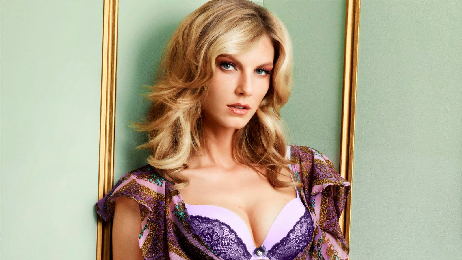 Angela Lindvall Latest Photos