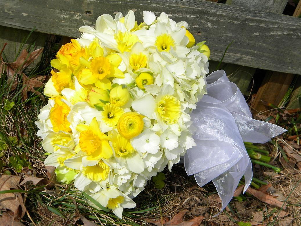 Wedding Flowers From Springwell Wedding Bouquets In Yellow And White