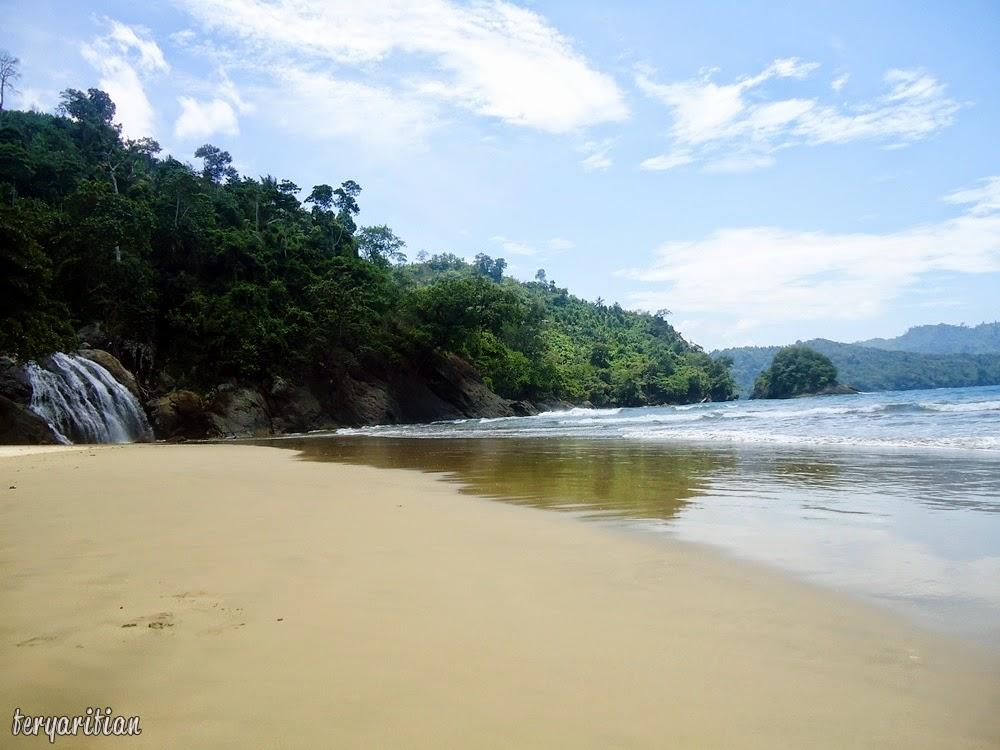 Pemandangan Pantai Banyu Anjlok Malang
