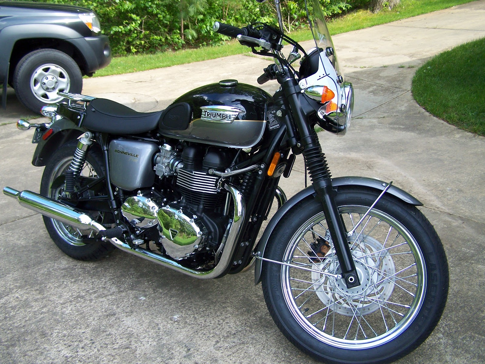 Jim's Motorcycling Adventures: My 2012 Triumph Bonneville T100