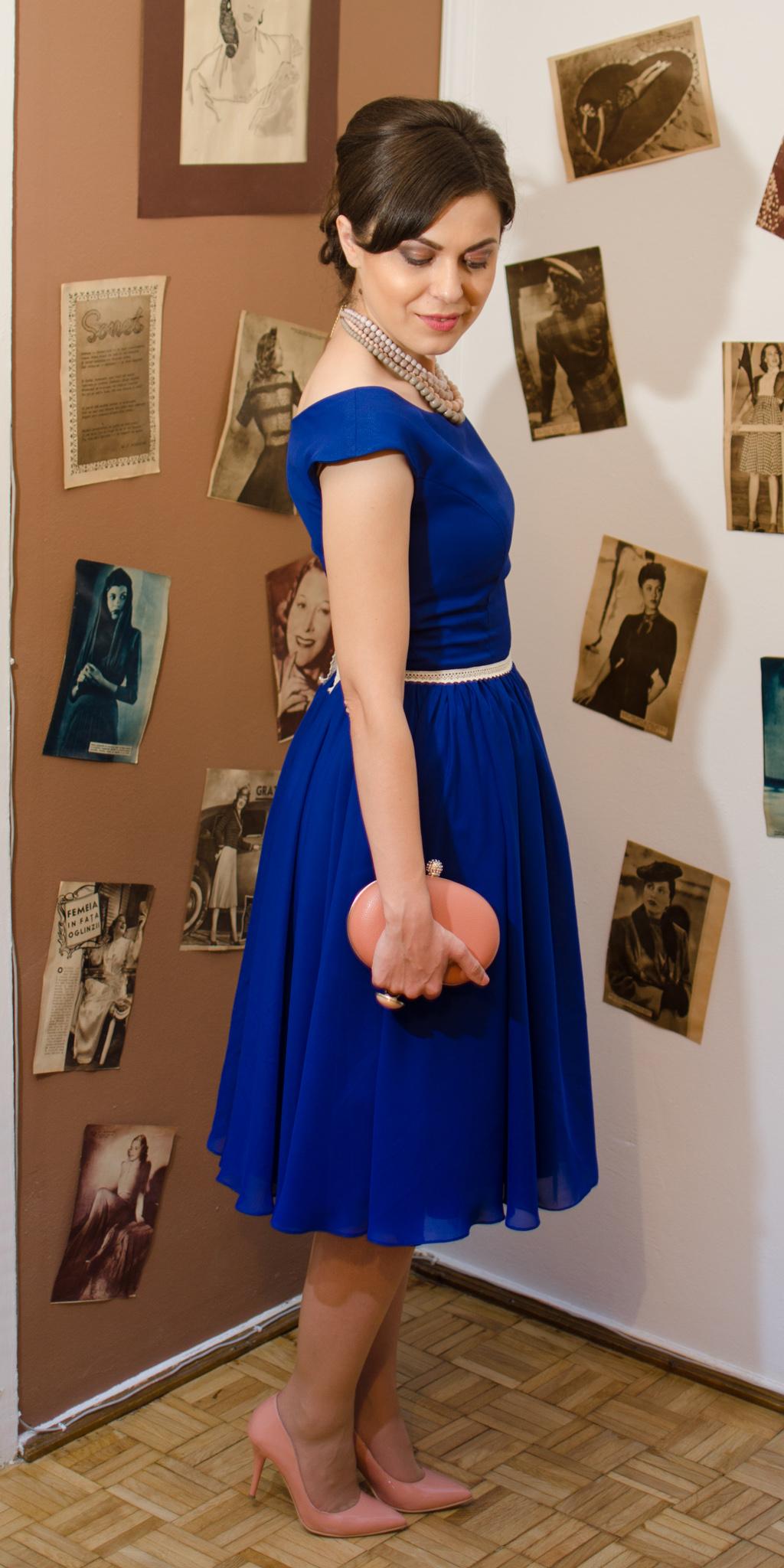 50s diva style cobalt blue dress sheer flowy chiffon dusty pink heels clutch statement necklace vintage retro