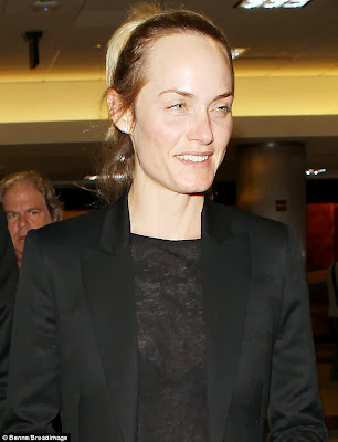 Why Should Look for Amber Valletta Pics?