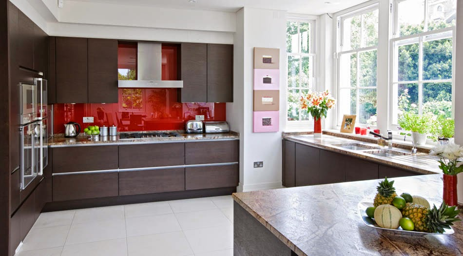 cocina-con pared-frontal-en-vidrio-designs.neillerner