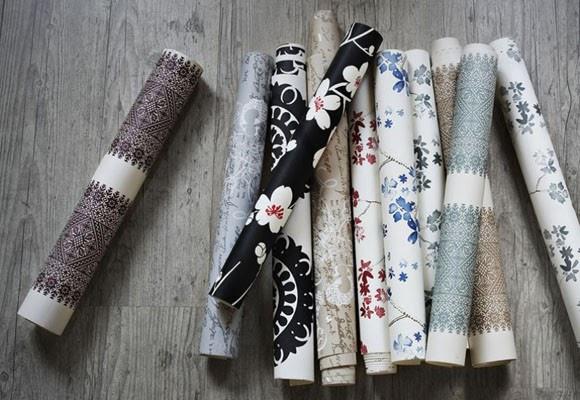 Cosas de palmichula forrar muebles con papel pintado for Como empapelar puertas