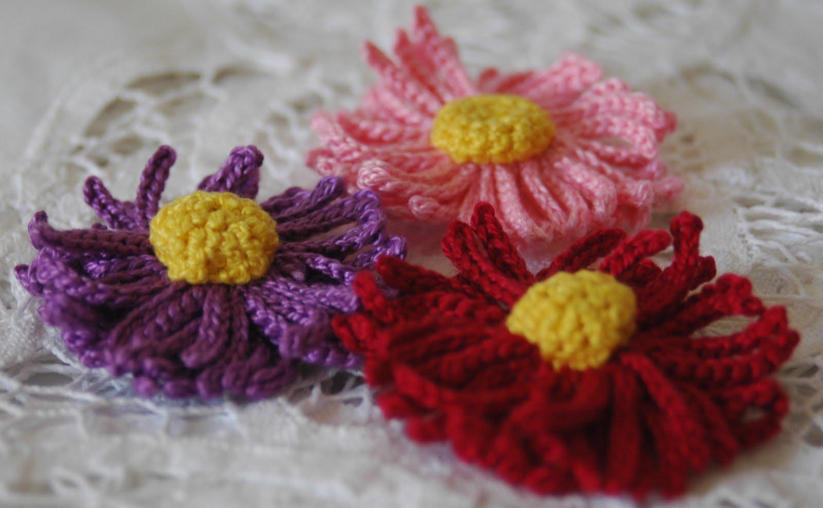 Lindapaula flor de ganchillo con cincuenta p talos - Hacer flores de ganchillo ...