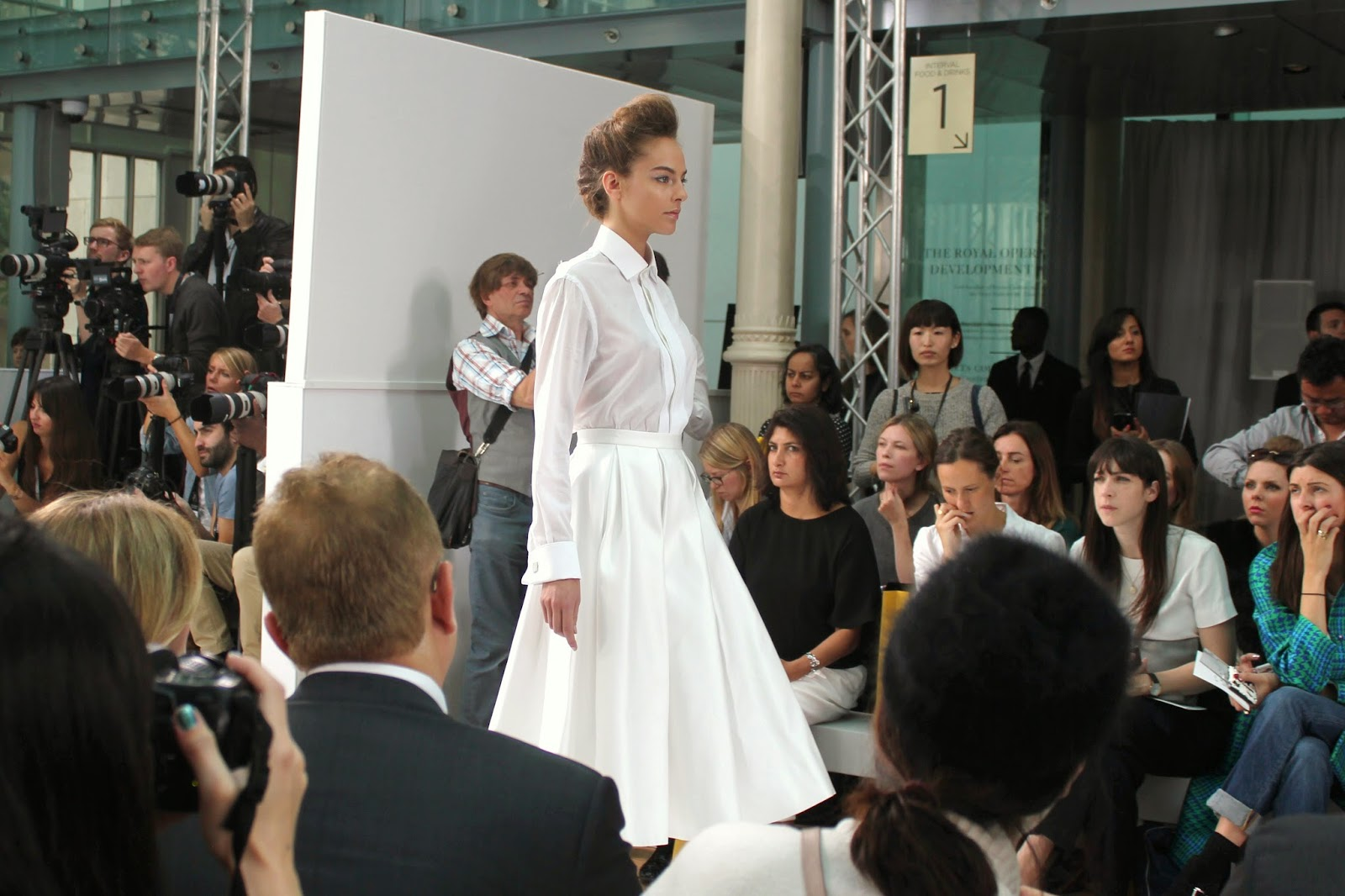 london-fashion-week-2014-lfw-DAKS-show-catwalk-spring-summer-2015-models-clothes-fashion-frow-royal-opera-house-shirt-skirt