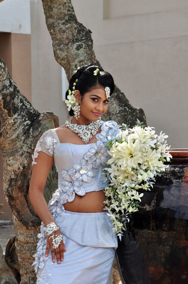 Sri lanka actress sheryl decker in wedding dresses picx for Sri lankan wedding dress