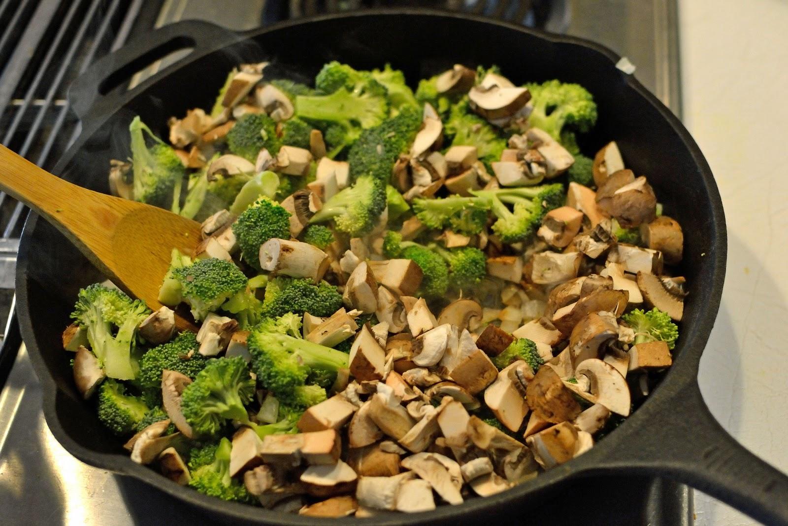 Ashley\'s Green Life: WIAW & Cheesy Mushroom & Broccoli Skillet Recipe