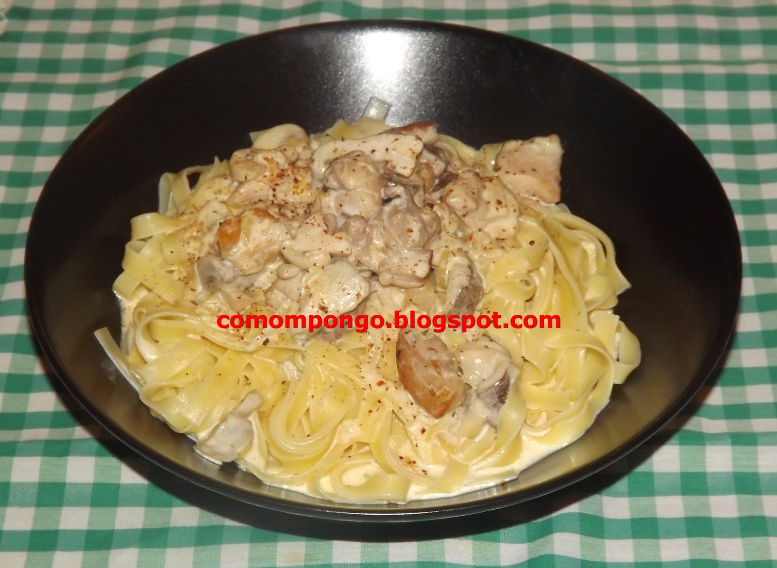Tallarines con pollo y setas