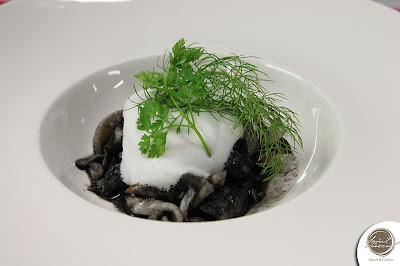 ricetta pesce calamari e astice al nero di seppia con schiuma di latte