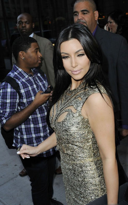 Kim Kardashian Glam Up Kendall's Catwalk Debut