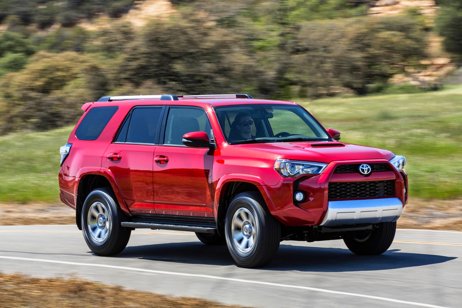 Front 3/4 view of 2015 Toyota 4Runner 4X4 Trail Premium