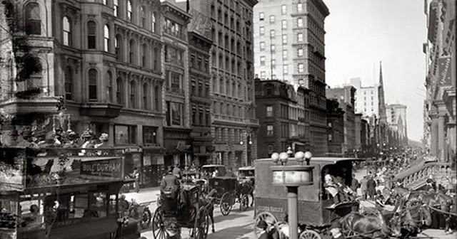 Black and White Photographs of Streets of NYC in 1905