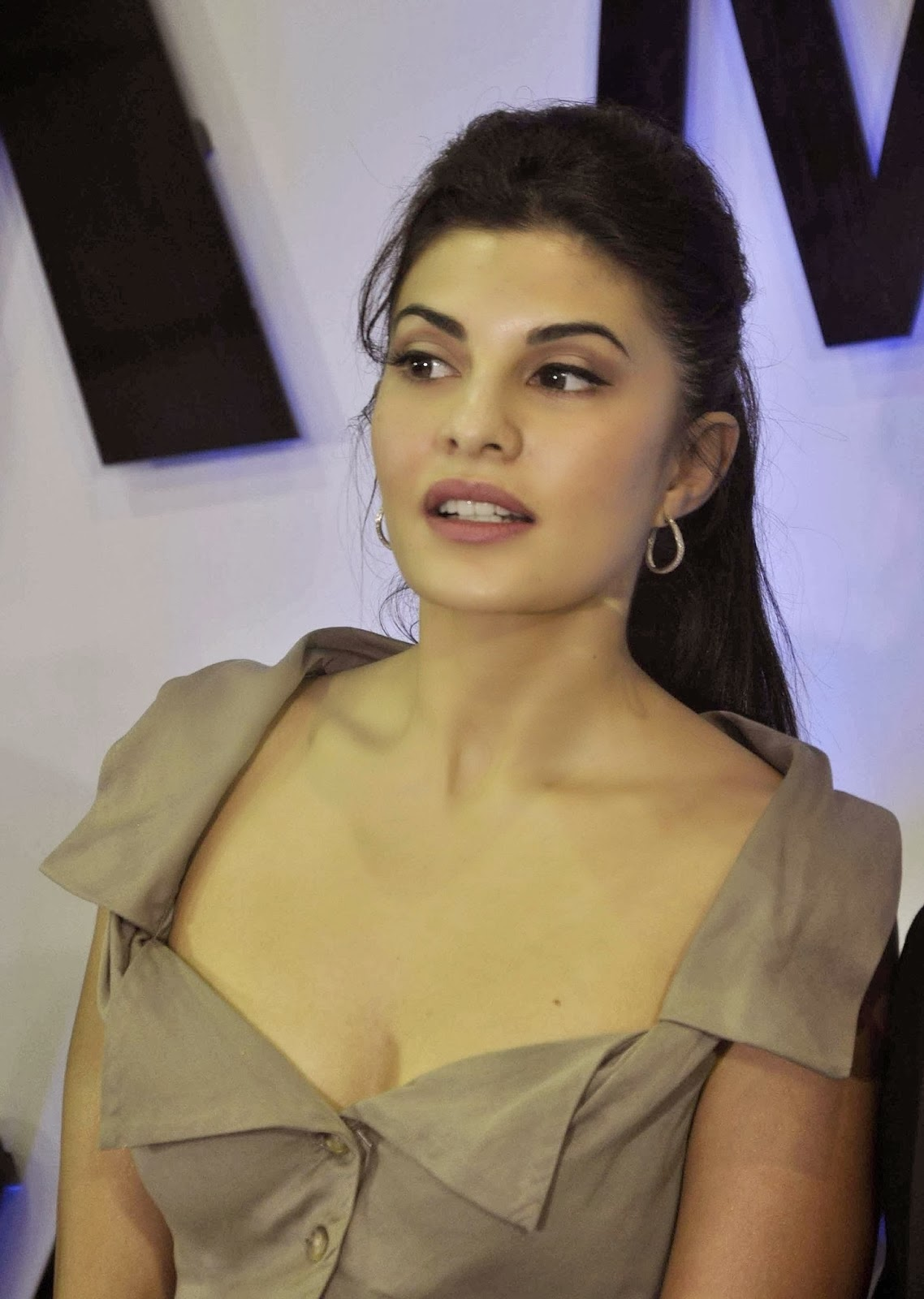 cute gorgeous Jacqueline fernandez photos in short dress Bollywood, Tollywood, divine, built, hot sexy actress sizzling, spicy, collection, image gallery