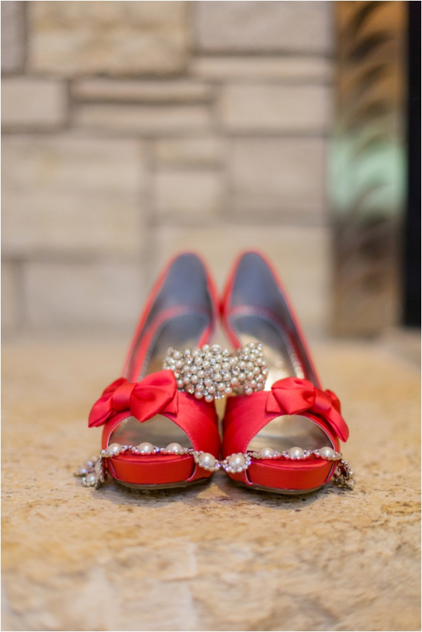 Pretty red bow heels / photography by Emily Crall Photography via www.lemagnifiqueblog.com
