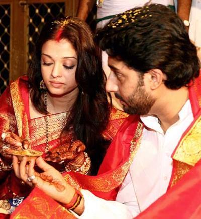 http://4.bp.blogspot.com/-Z2CQ-S9EWCE/UevAUWGR_hI/AAAAAAAACoc/JHc3A8X1_Hw/s640/aishwarya-rai-wedding1.jpg