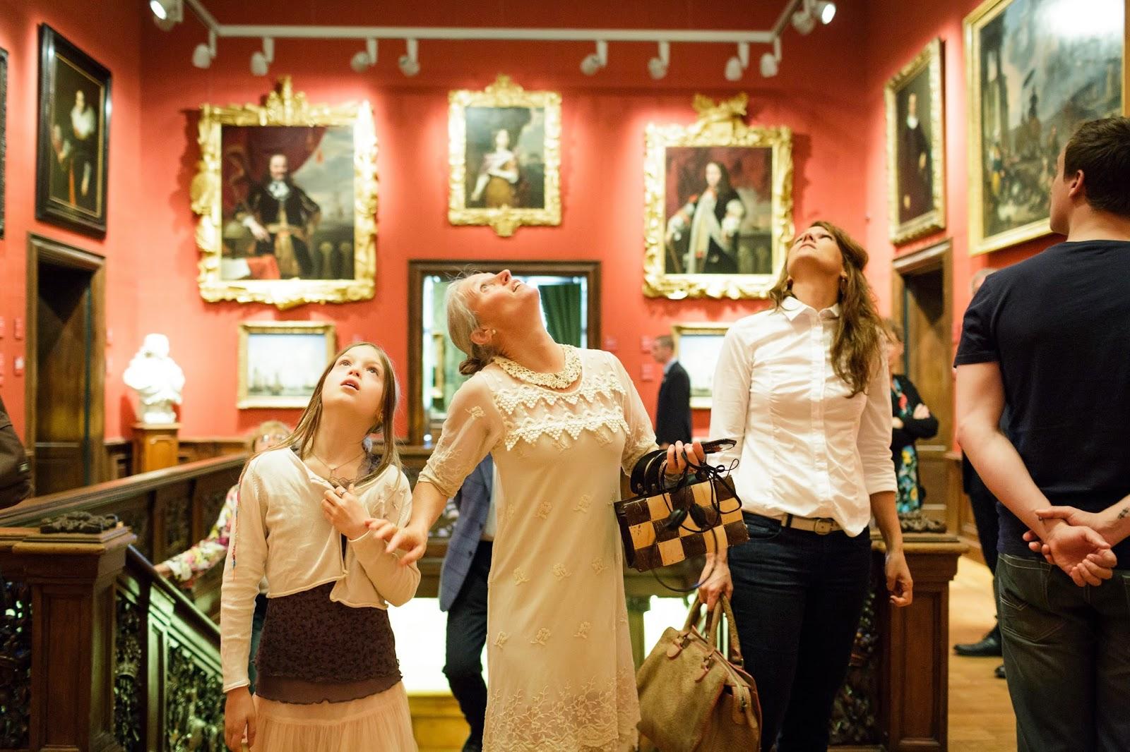Mauritshuis Den Haag - Marjan de Visser restaurator schilderijen tijdens opening