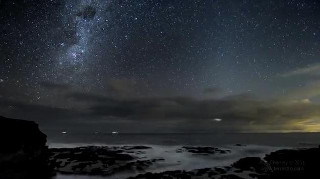 Time lapse waktu malam di tepi pantai Australia