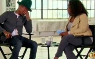 Pharrell Williams a explosé en larmes dans le show d'Oprah Winfrey.La star a été submergée par l'émotion en évoquant le succès planétaire de son morceau «Happy»