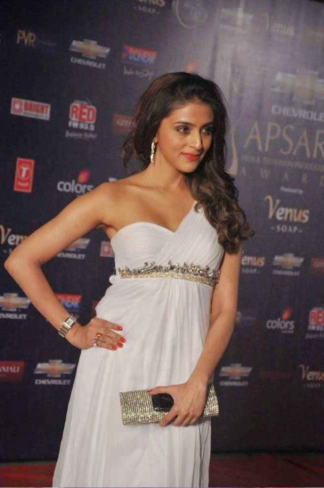 Aarti Chhabria Hot Thigh Show Photos