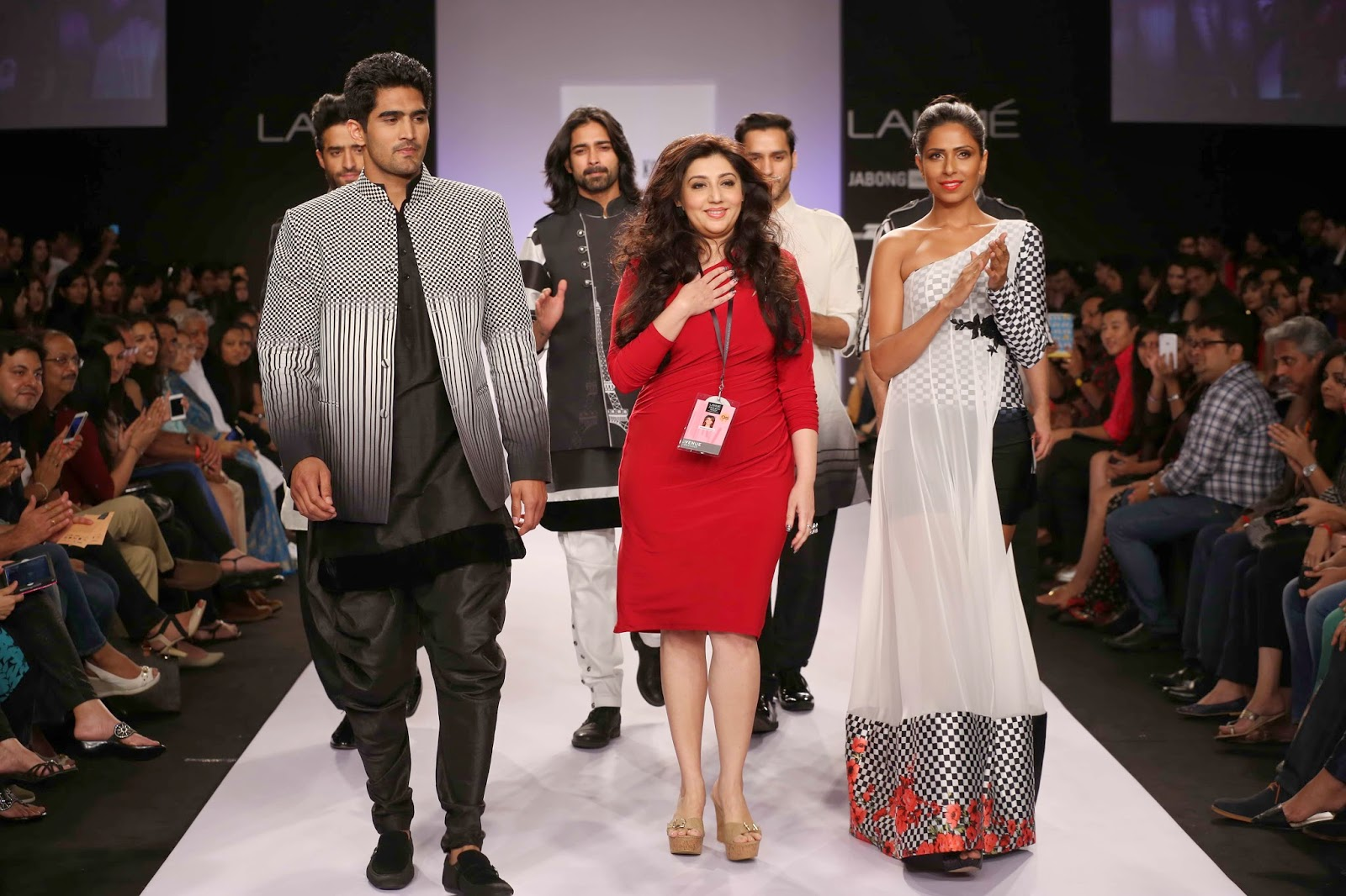 Archana's showstopper was an unusual but handsome choice – Olympic medal winner - boxer, Vijender Singh who rocked down the ramp doing some shadow boxing in a striped jacket, kurta and baggy salwars.