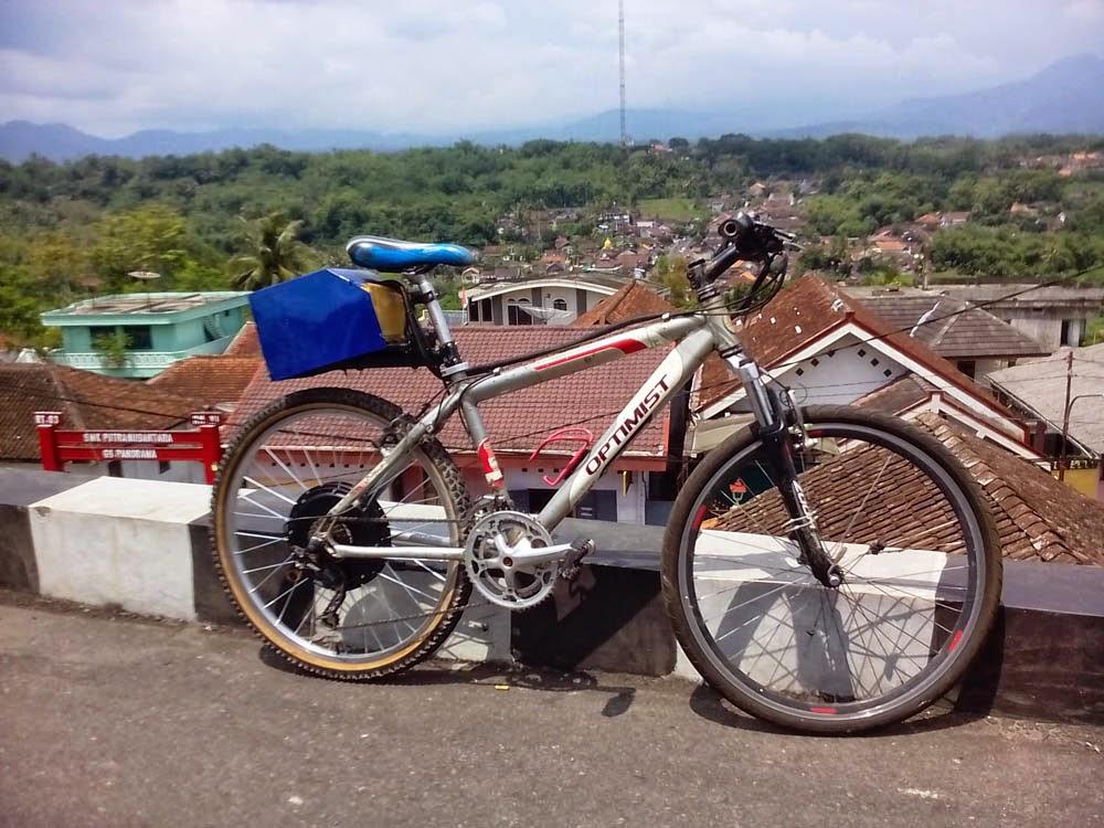 Sepeda gunung MTB yang telah dikonversi menjadi Hibrid listrik.