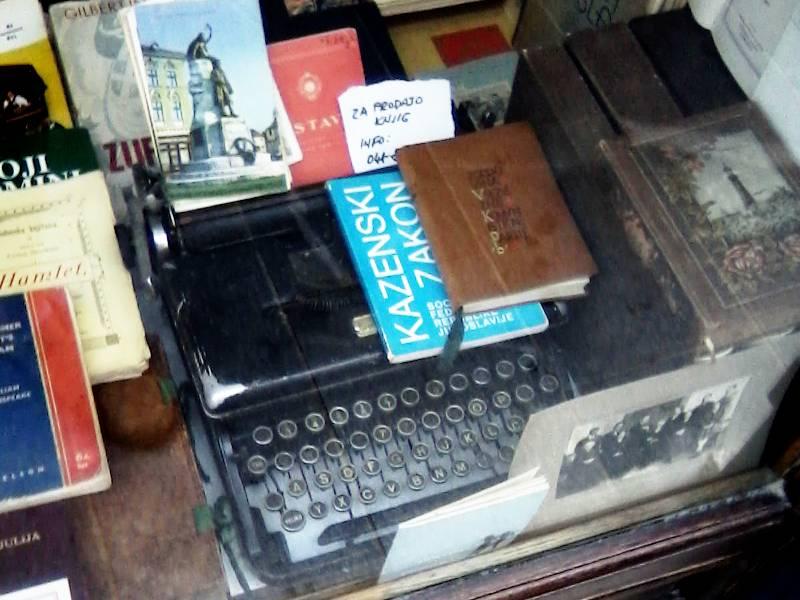 2012 07 02 - unknown typewriter in ljubljana