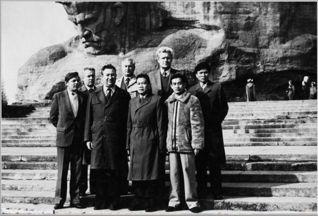 Đồng chí Tô Quyền – Cục trưởng Cục CSGT  thăm và làm việc tại Nga (đứng thứ ba từ trái sang)