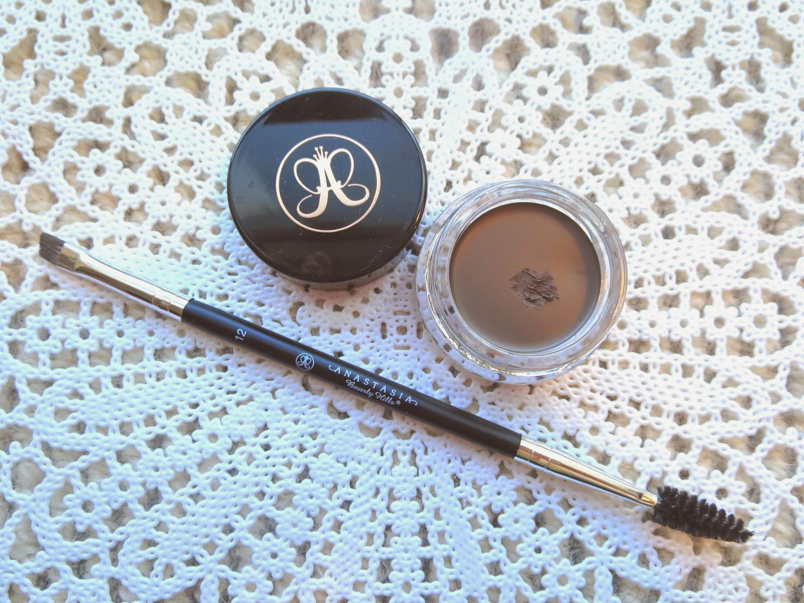 a picture of Anastasia Dipbrow pomade in dark brown & brush #12