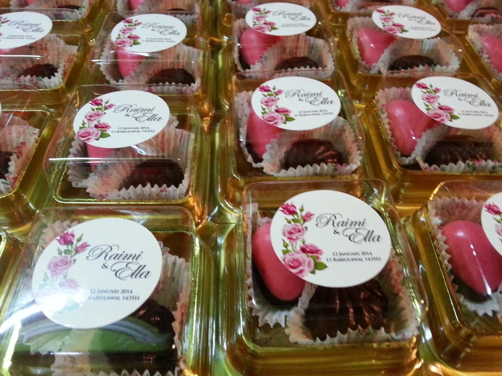 2pcs Coklat Paline In Gold Tray