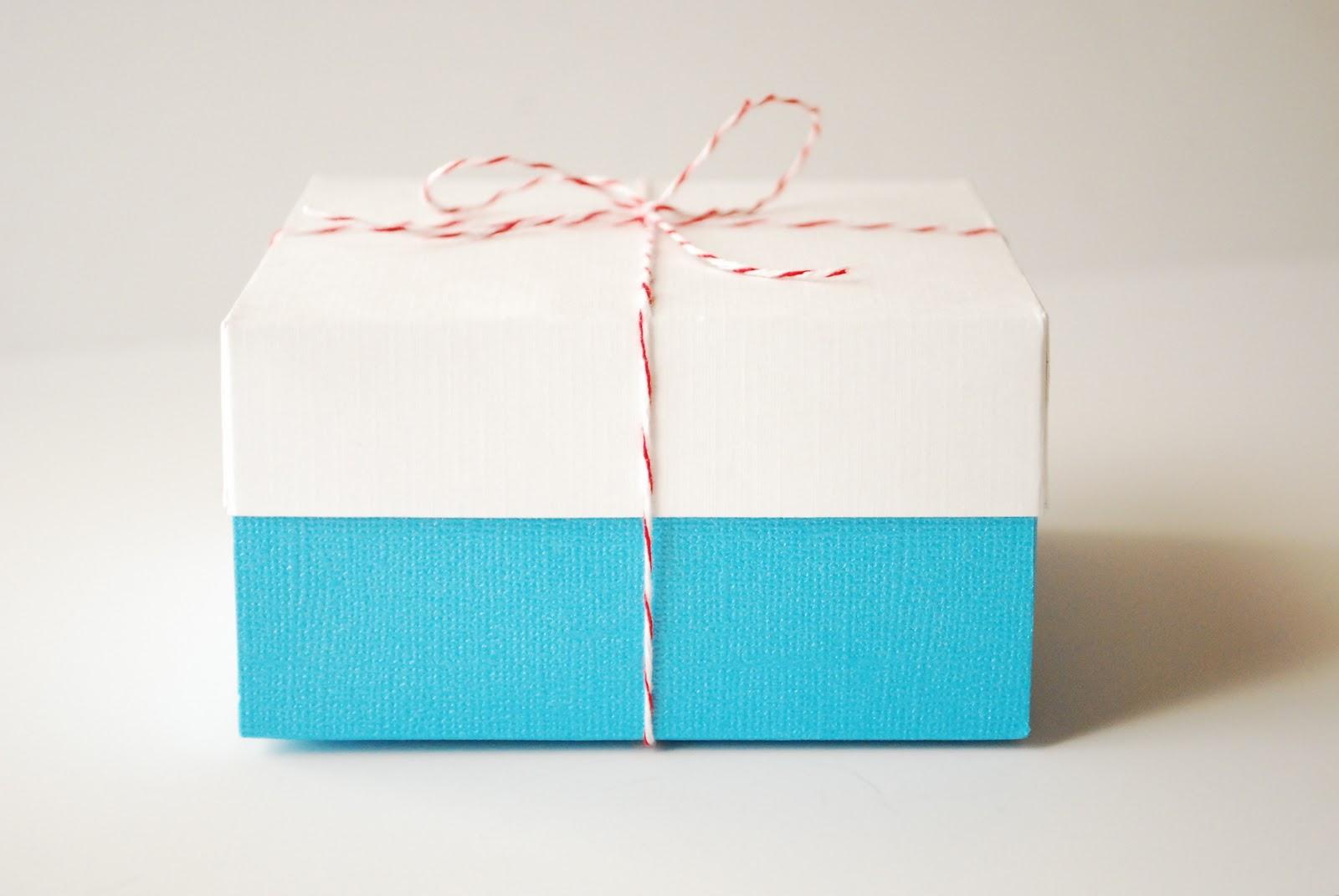 วิธีห่อของขวัญ ง่าย ทำเอง,ห่อของขวัญเอง,กระดาษใช้แล้ว ห่อของ,ไอเดียห่อของขวัญ,ไอเดียของขวัญ,ห่อของขวัญ ง่าย สวย
