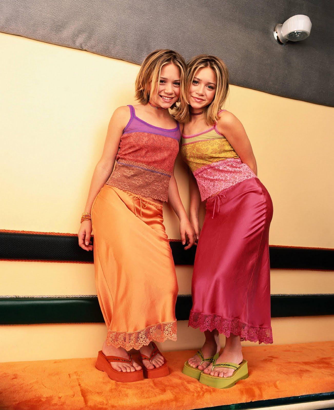http://4.bp.blogspot.com/-Z3PrFZ4m51w/TsfttH7WTaI/AAAAAAAABsw/ueZXrHZFuGE/s1600/Olsen-twins-stars-childhood-pictures-3288920-1500-1844%2B%25281%2529.jpg