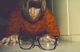 Απίθανο κόλπο: Πώς να βλέπετε καθαρά χωρίς γυαλιά όσοι έχετε μυωπία... [video]