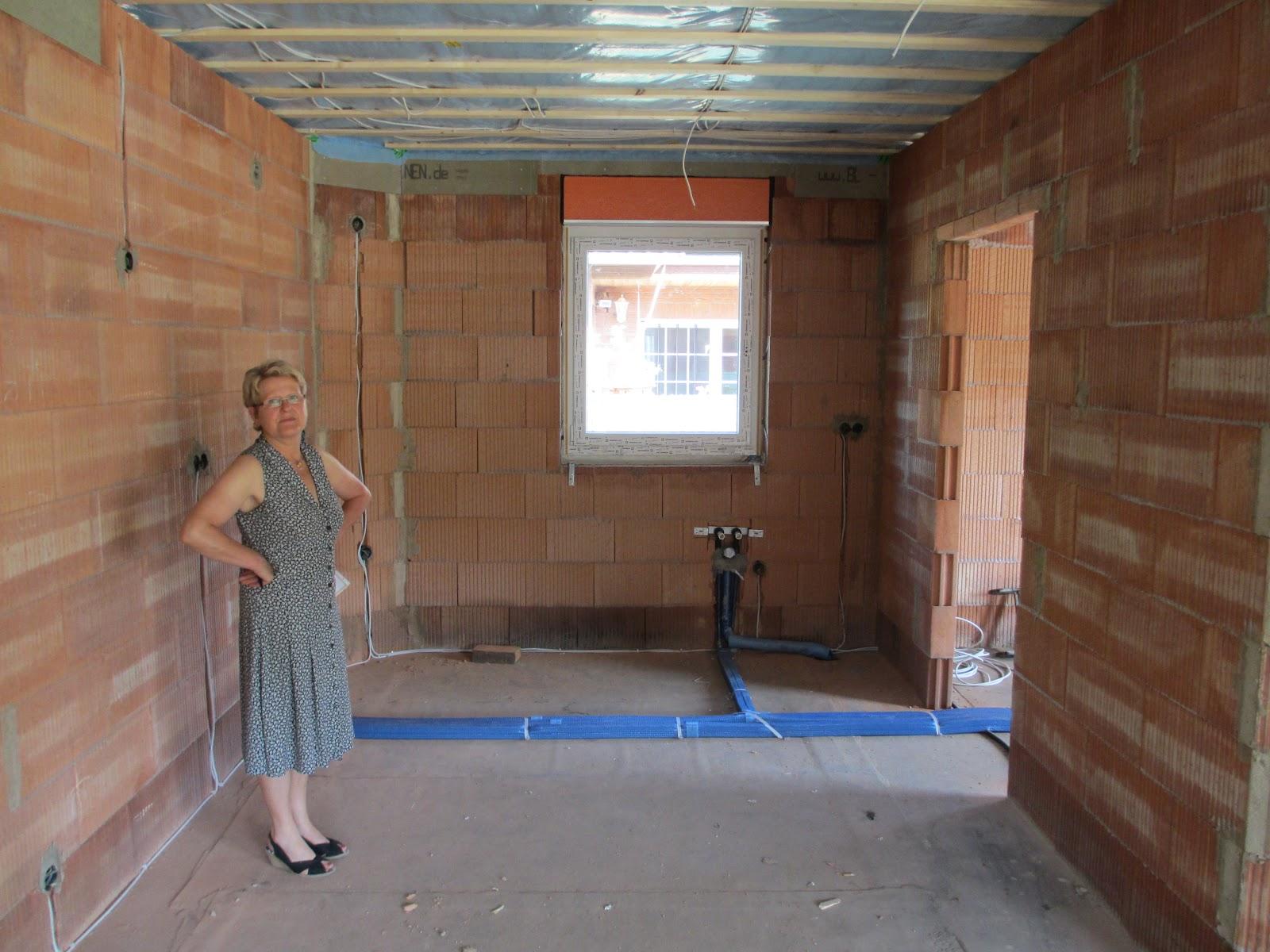 Auch Die Terrassentüren Sind Funktionstüchtig, Die Decke Ist Mit 220 Mm  Dämmung Und Folie Versehen, Die Unterlattung Für Die Rigipsplatten Sind  Montiert.