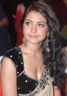 Anushka Sharma hot in saree