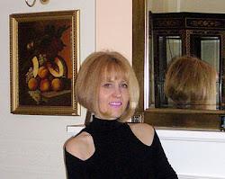 Директор - Люба -архитектор, художник, дизайнер одежды