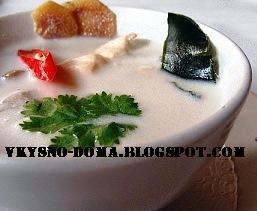 Суп Том Кха Кай из курицы с кокосовым молоком